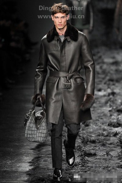 """河南丁九专注皮毛制品16年,""""羊毛皮""""产品深受国内外新老客户的青睐。"""