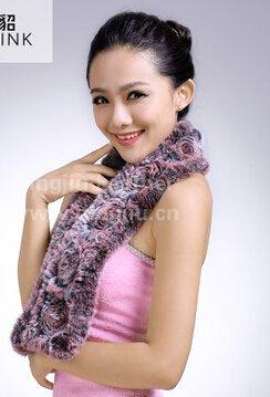 """河南丁九专注皮毛制品16年,""""河南丁九""""獭兔毛皮产品深受国内外新老客户的青睐。"""