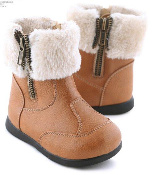 """河南丁九专注皮毛制品16年,""""河南丁九""""靴口毛产品深受国内外新老客户的青睐。"""