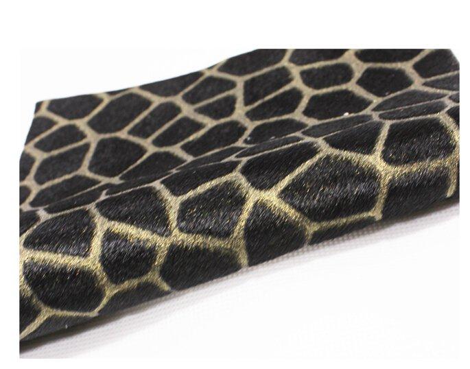 河南丁九专注皮毛制品16年,河南丁九雕花马毛皮产品深受国内外新老客户的青睐。
