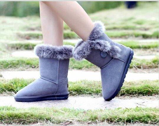 河南丁九专注皮毛制品16年,河南丁九客户用欧洲进口兔毛皮靴口毛加工靴子成品展示